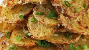 Crispy Garlic Parmesan Potatoes
