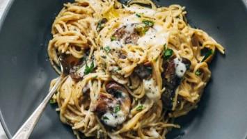 Creamy Garlic Mushroom Pasta With Herbs