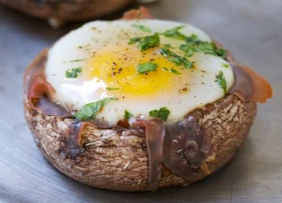 Baked Egg & Prosciutto Filled Portobello Caps